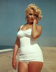marilyn-monroe-oversized-postcard